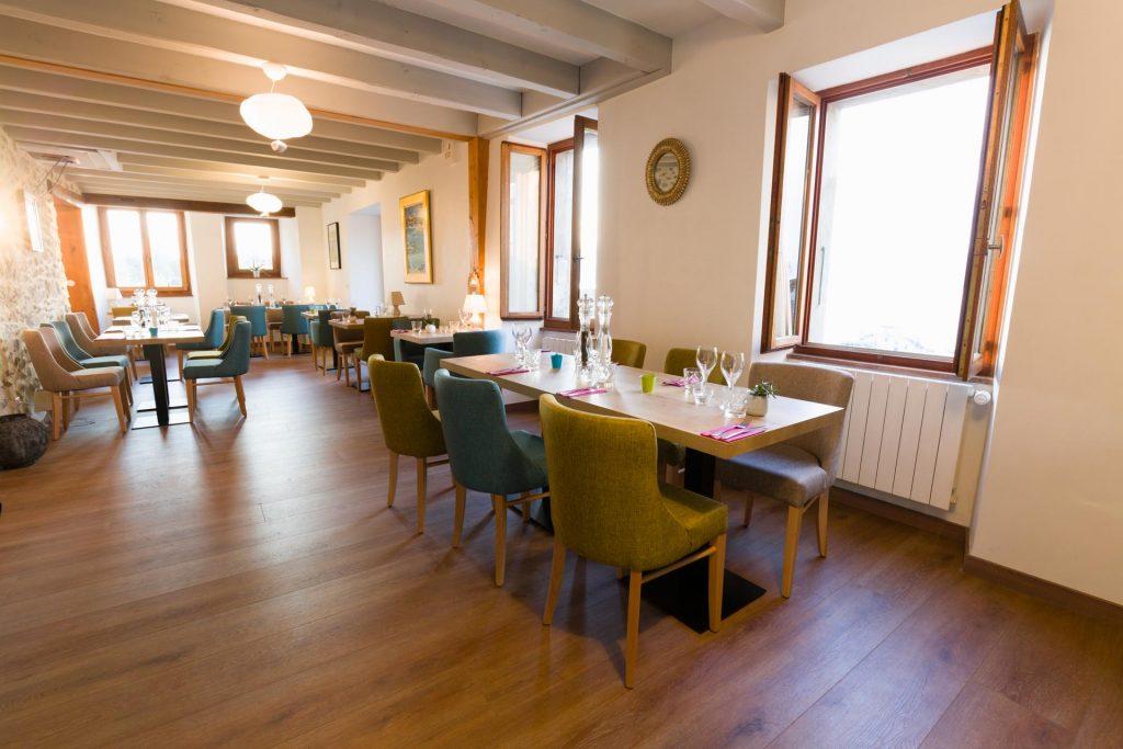 Salle déjeuner du restaurant le Passe Franc à Yvoire