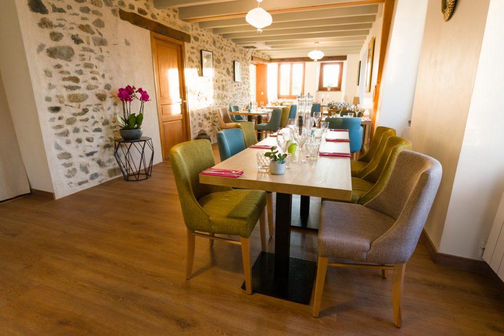 Salle de repas intérieur Le Passe Franc restaurant à Yvoire